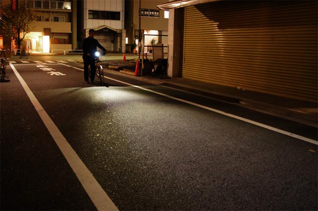 ... ) D400充電式 自転車用 LEDライト