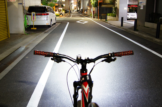 自転車の 自転車 ライト led 充電 : イブ 充電式 自転車用 LEDライト ...